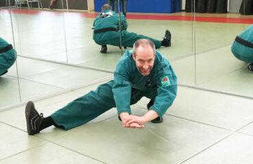 Marcel Ganze beim Stretching